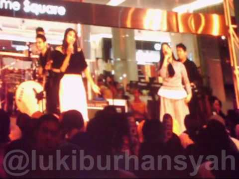 Flashlight (Jessie J) - Alika Feat.UNI(x) on HItz Live Stage at Summarecon Mal Bekasi, 24-10-15