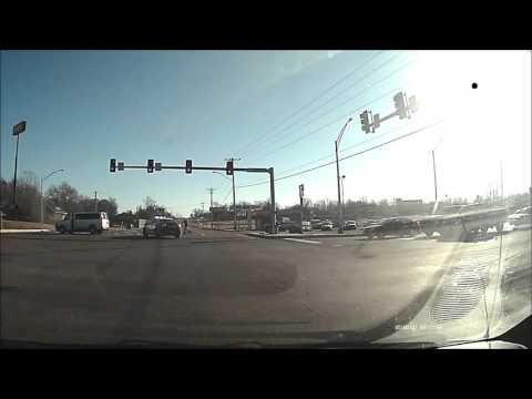 [USA] Red light runner hits van, which clips police car