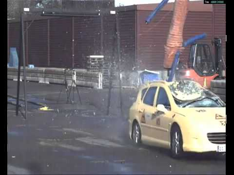 Elk Moose Crash Test Peugeot 407 Estate 70 Km H Youtube