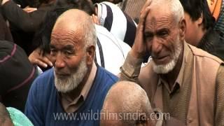 Repeat youtube video Shia muslims mourn death of Husayn ibn Ali | Muharram