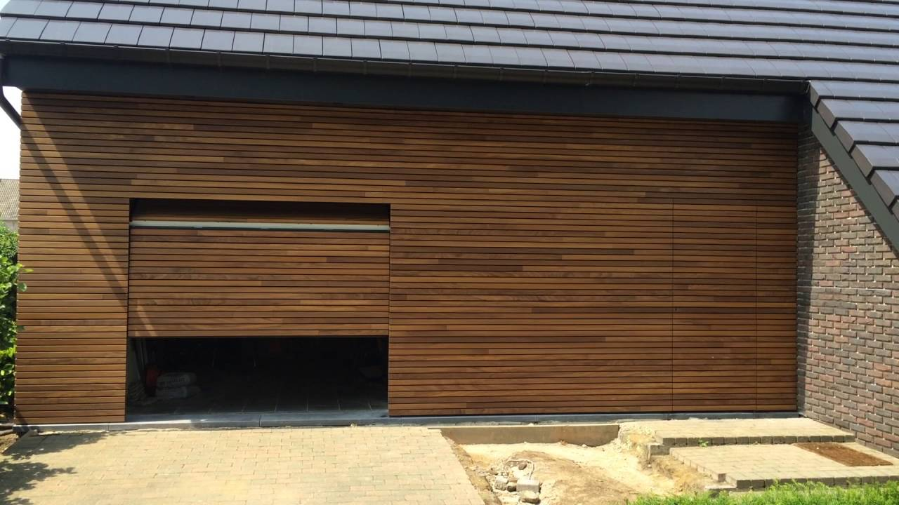 Afrormosia houten garagedeur met gevelbekleding  YouTube