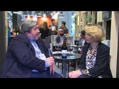 Valeria Agosta al Vinitaly 2018 presenta il vino Etna Doc Rosso Nero di Sei di Palmento Costanzo.