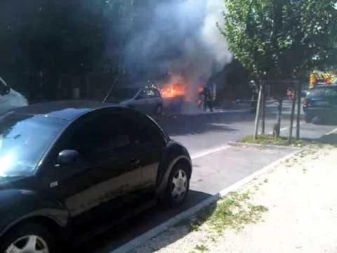 incendie violente d 39 une voiture corbeil essonnes montconseil youtube. Black Bedroom Furniture Sets. Home Design Ideas