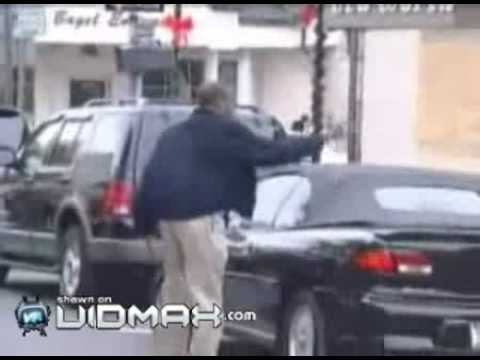 Psycho flips out over a parking dispute in the street