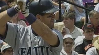 Edgar Martinez launches home run off Mike Mussina