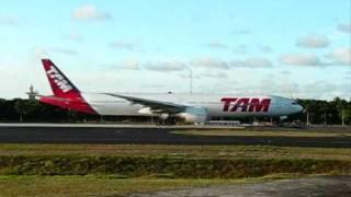 boeing 777 300 tam taking off sbsv