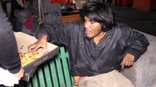 Fisicoculturista Ayudando a los Pobres | Bodybuilder Help the homeless | Jose Luis Montes thumbnail