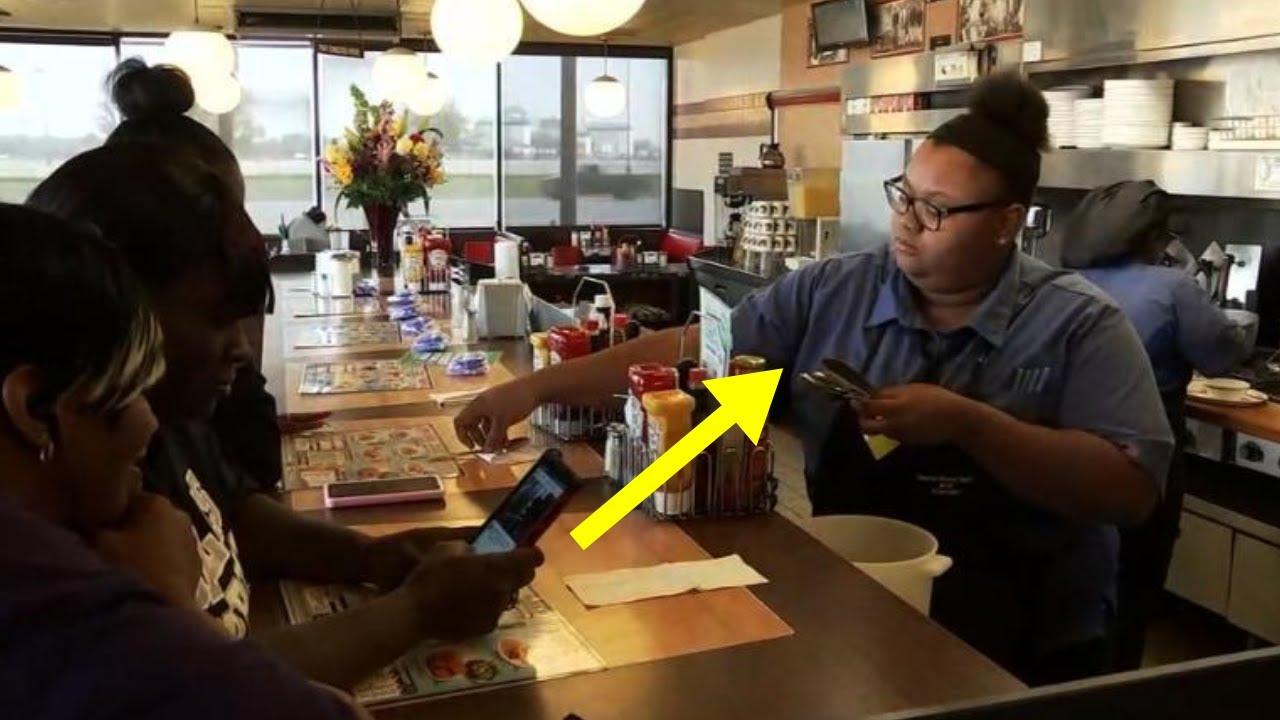 Kunde entdeckt, was eine Kellnerin mit dem Essen eines alten Mannes hinter dem Tresen gemacht hat