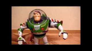 トイ・ストーリーのバズのおもちゃです。映画の実物大サイズで、いろい...