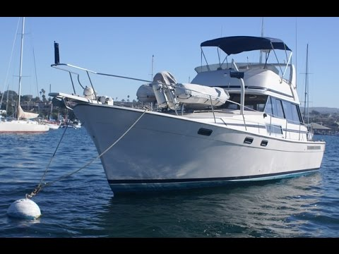 Bayliner 3888 Motor Yacht Walk About Tour by South Mountain Yachts