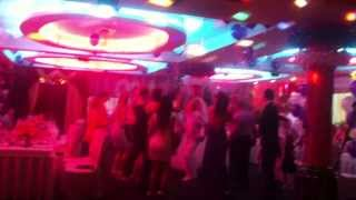 Девушка танцует на свадьбе!))смотреть всем!!!!!