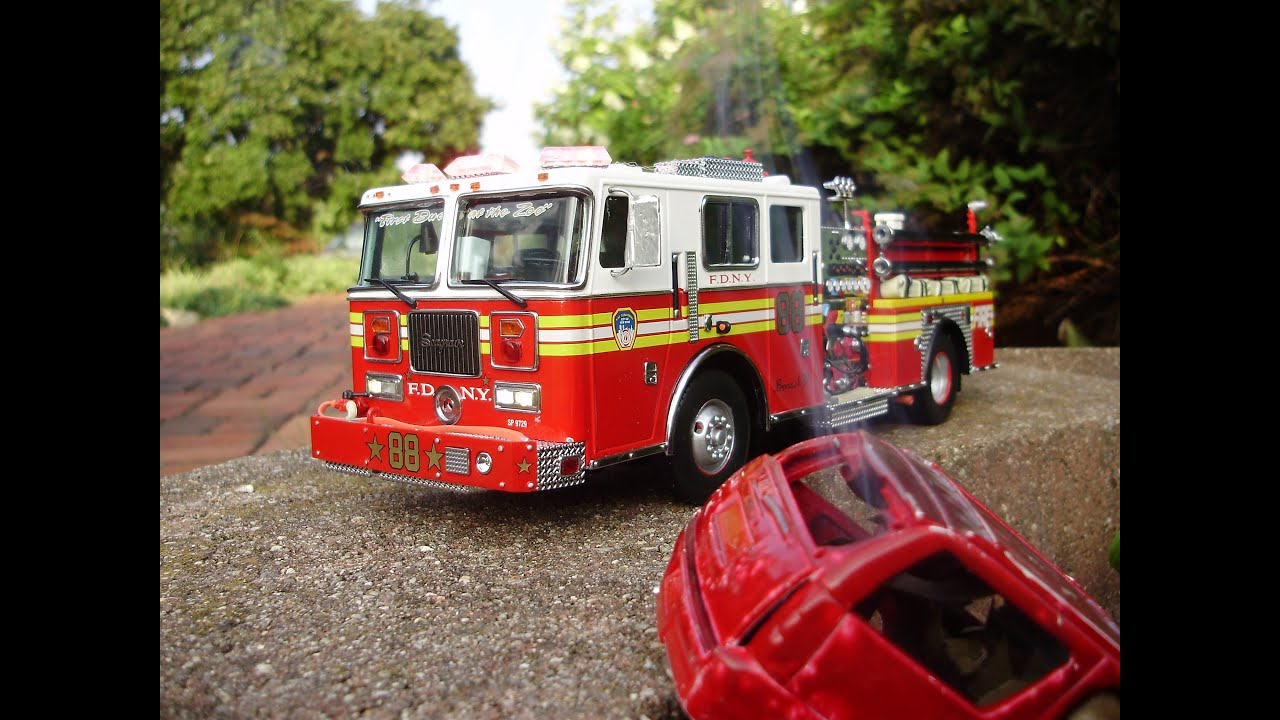 Ed s custom 32nd code 3 diecast fdny fire truck seagrave pumper w lights sound youtube
