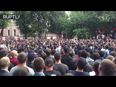 RAW: Moscow Muslims gather in front of Myanmar Embassy in solidarity with Rohingya