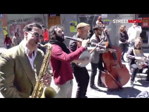"Madrid Hot Jazz Band: ""Tiger Rag"" - Busking in Madrid"