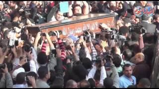 """لحظة تشييع حثمان الراحل محمد حسنين هيكل """"الاستاذ"""" من مسجد الحسين"""