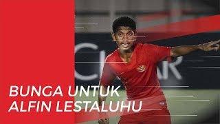 Bunga dari Suporter untuk Alfin Lestaluhu di Laga Timnas U 19 Indonesia Vs Korea Utara