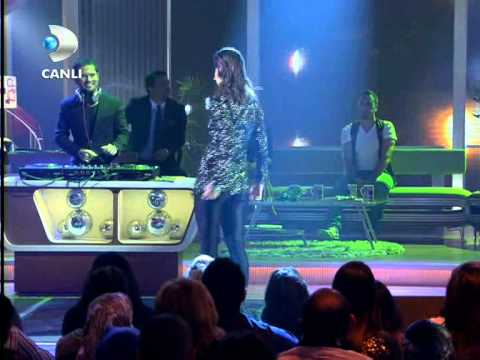 Atiye & Ozan Doğulu - Aşkistan { Beyaz Show } 18.11.2011