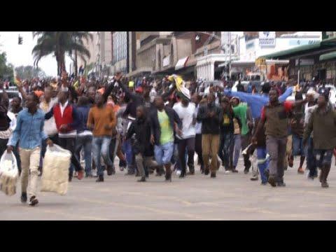 AFP: Zimbabwe: la rue gronde pour demander le départ de Mugabe