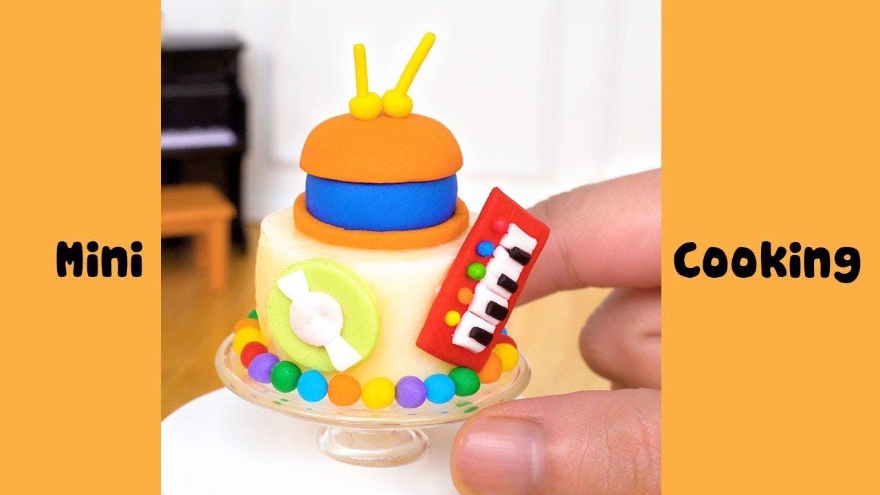 Lovely Miniature Music Cake