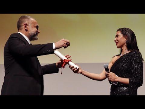 مهرجان كان: المخرج البرازيلي من أصل جزائري كريم عينوز يفوز بجائزة -نظرة ما-  - نشر قبل 4 ساعة