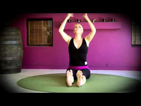 Yoga - Gentle, seated warm-up Flow - Shake Your Buddha