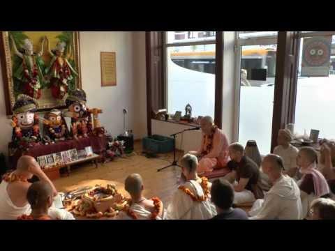 HH Kadamba Kanana Swami - initiation 30.08.2015