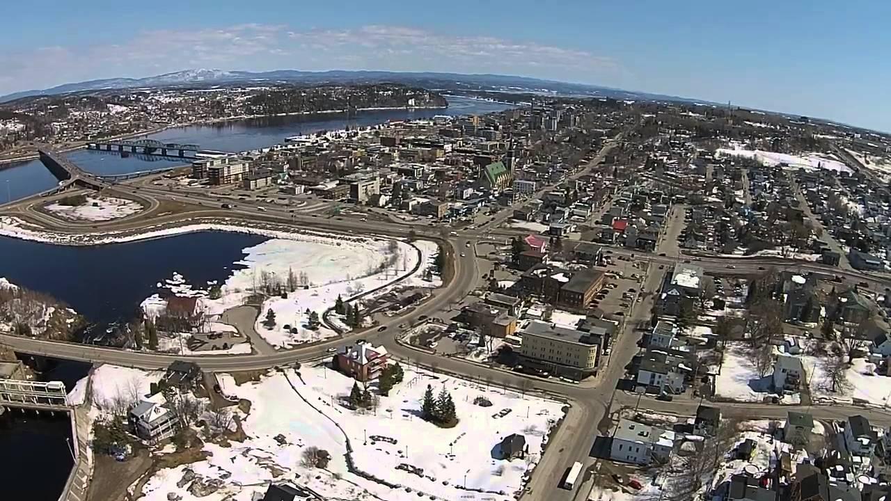 Saguenay glise sacr coeur de chicoutimi petite maison blanche barrage - Photo de petite maison ...