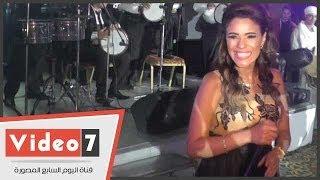 بالفيديو.. أمينة تغنى « بشويش عليا » فى حفل إفتتاح إحدى شركات الإنتاج