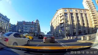 Таксист и пассажирка с собачкой: учим ПДД