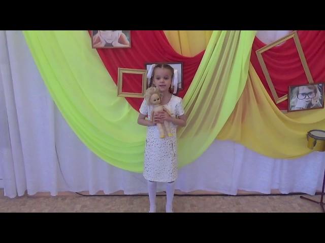 Изображение предпросмотра прочтения – АмалияМитрошина читает произведение «Кукла» К.М.Симонова