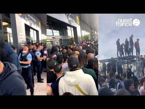 Cohue surréaliste devant un magasin Lidl pour la vente de la PS4 à 95 euros