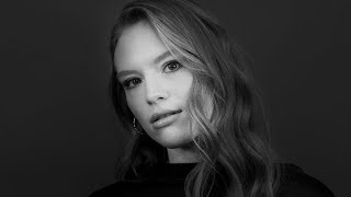 Freya Ridings Talks Taylor Swift, Love Island & Hit Single 'Lost Without You' Video