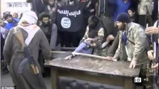 Muslim Syrian extremists cut off a man's hand as punishment for stealing VIDEO Thief