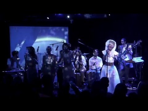 Lady Moon & The Eclipse - Travel The World (live at le poisson rouge)