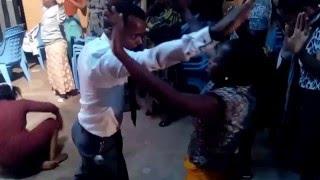 Maombezi na Pastor Titus Dumi katika Semina ya Urejesho
