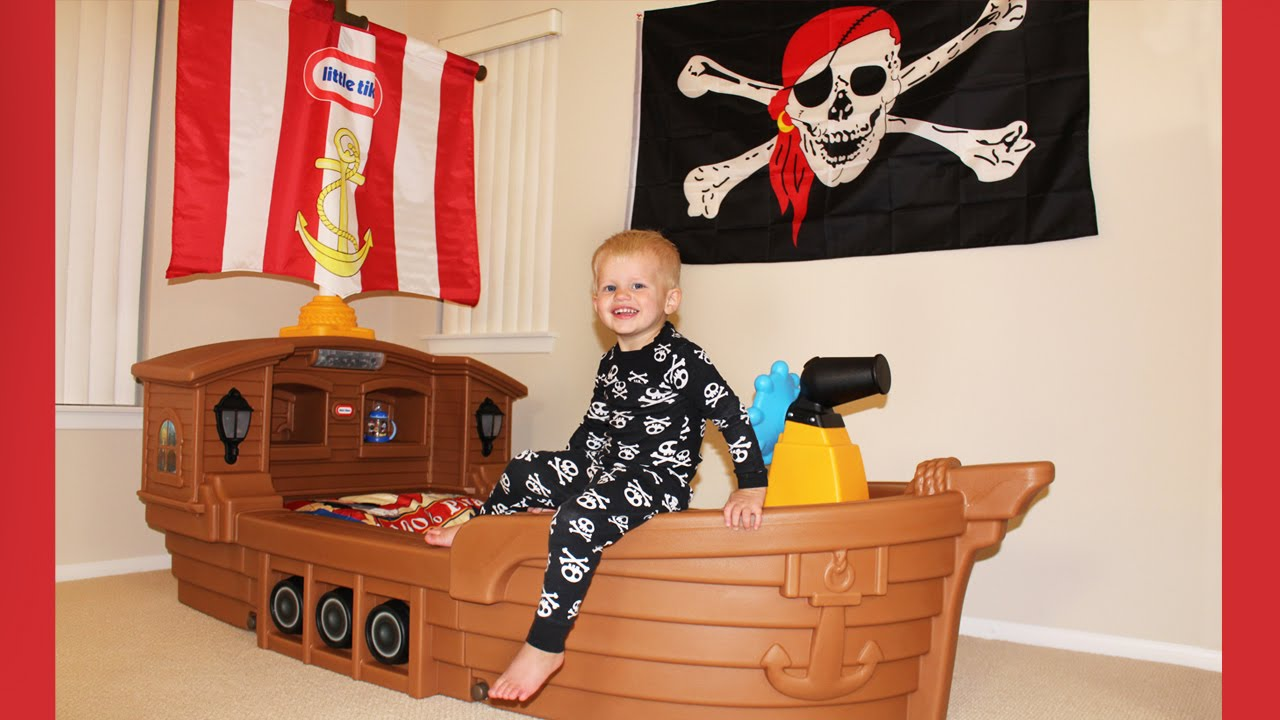 Michael39s New Pirate Ship Bed Youtube
