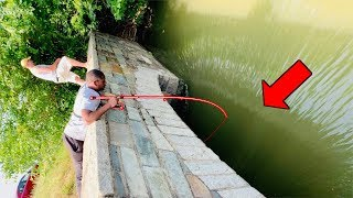 Download Fast Flowing UNDERGROUND Tunnel has BIG FISH!!! (CRAZY Roadside Fishing) Mp3 and Videos