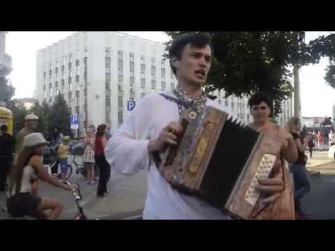 Кубанские песни в Краснодаре, ребята жгут !!! Гарная песня!