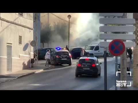VÍDEO: Un incendio calcina dos contenedores y afecta a un coche en Calzadilla del Valle