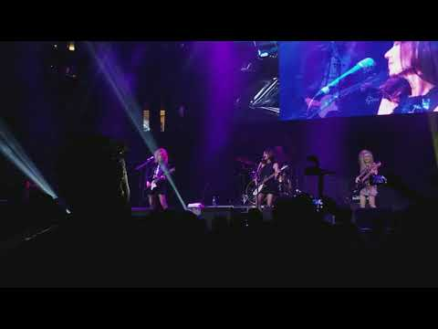 The Bangles - Manic Monday - Totally 80s Live 01-26-2018
