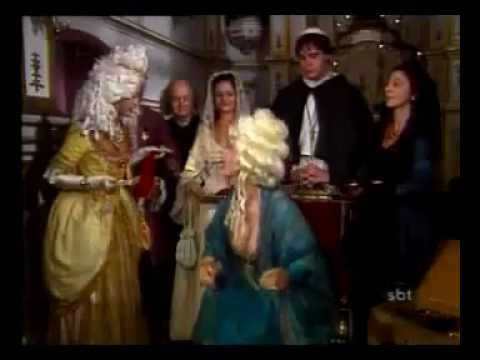 Xica oferece princesa um presente misterioso que a deixa encabulada na presença de todos