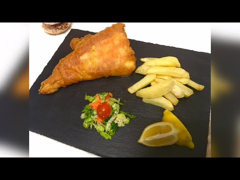 UK's Traditional Meal Fish And Chips, Crispy & Bubbly Battered Fish (مچھلی)