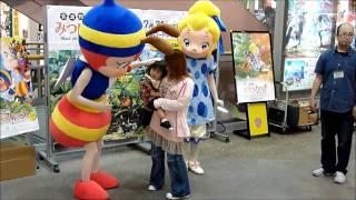 2010年07月17日にイオン大日で行われたみつばちハッチの握手・写真撮影会...