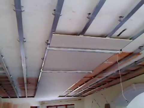 Установка гипсокартона на потолок одному