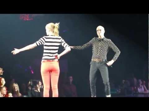 Everybody Talks - Taylor Swift & Tyler Glenn - Prudential Center 3/28/13