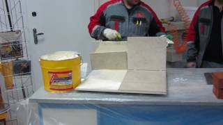 Как сползает плитка вовремя приклейки на гибкий полимерный клей
