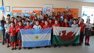 Alumnos de la Escuela Hendre cantaron para alentar a Los Pumas