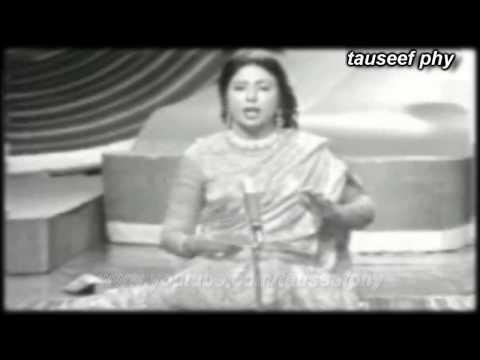 iqbal bano (PTV live )Ambva ki dariyon pe jhoolna jhula ja, ab ke sawan to sajan ghar aa ja