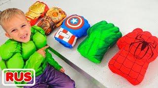 Влад и Никита в костюмах супергероев помогают маме