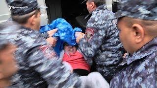 Ոստիկանները ուժի կիրառմամբ բերման ենթարկեցին ցուցարարներին Մաշտոցի պողոտայից  21.04